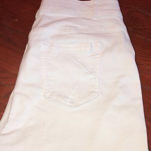 Lane Bryant white capris sz 22